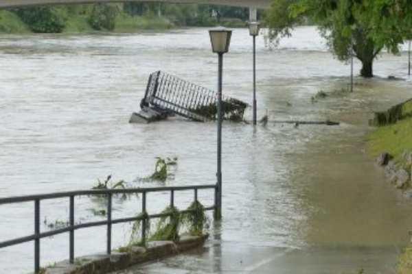 flood damage cleanup, flood damage restoration, flood restoration services